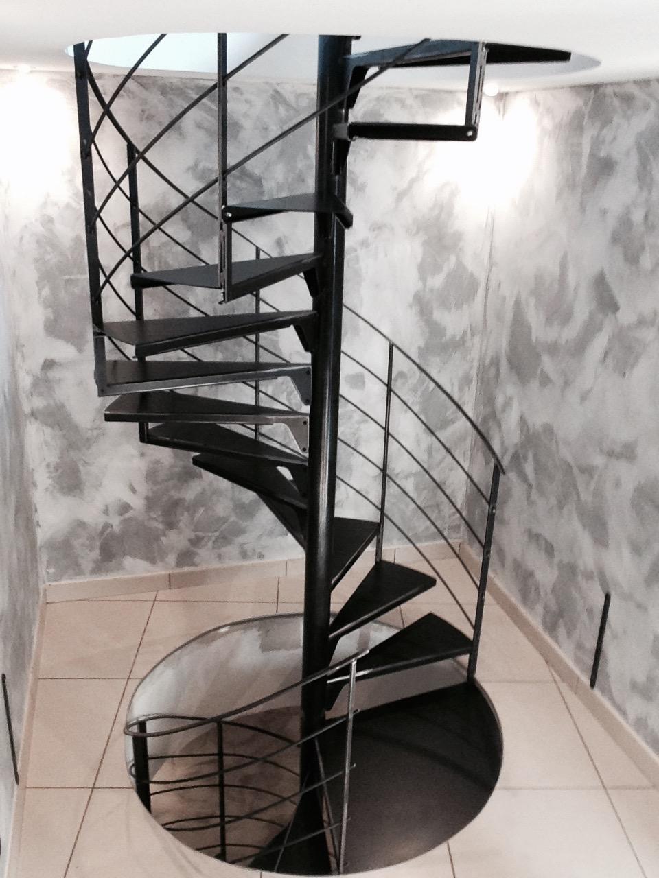 Escalier h lico dal m tal design calade design - Escalier metallique design ...
