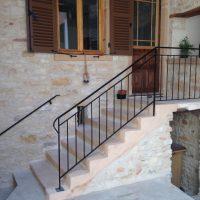 escalier droit pierre et métal