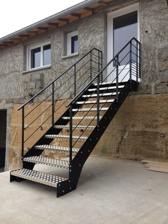 escalier m tallique lyon escalier m tal villefranche calade design. Black Bedroom Furniture Sets. Home Design Ideas