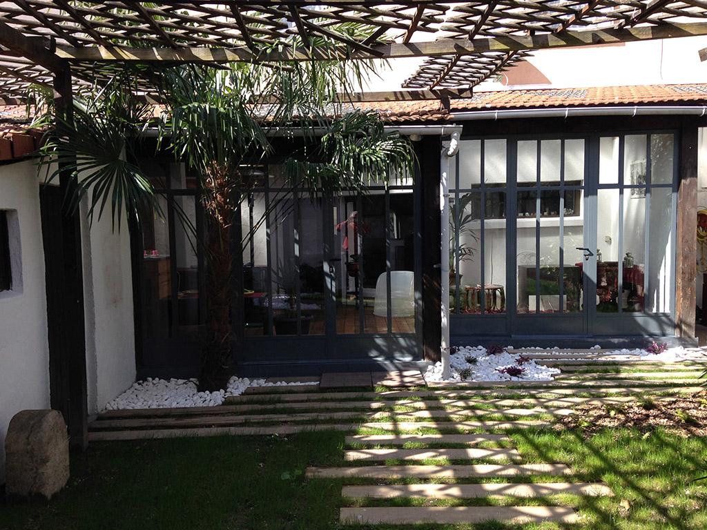 Huisserie m tal lyon portes en acier villefranche for Baie style atelier