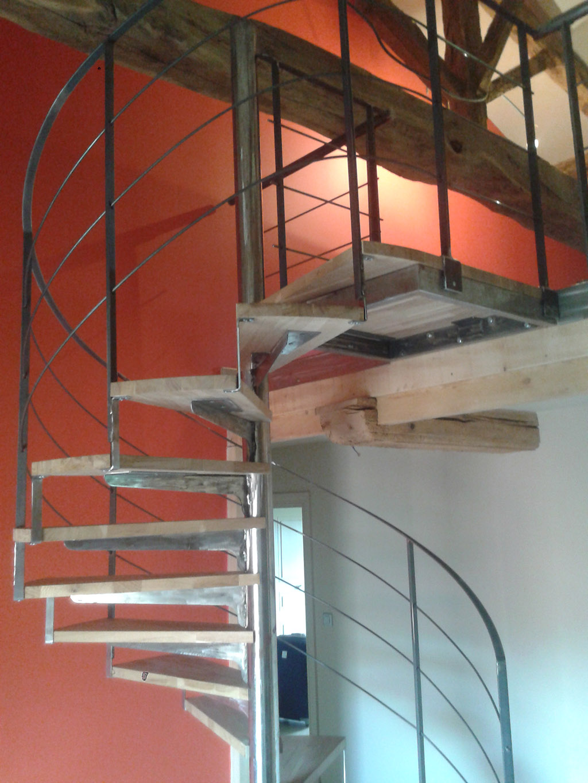 Escalier m tallique lyon escalier m tal villefranche calade design - Escalier colimacon acier ...