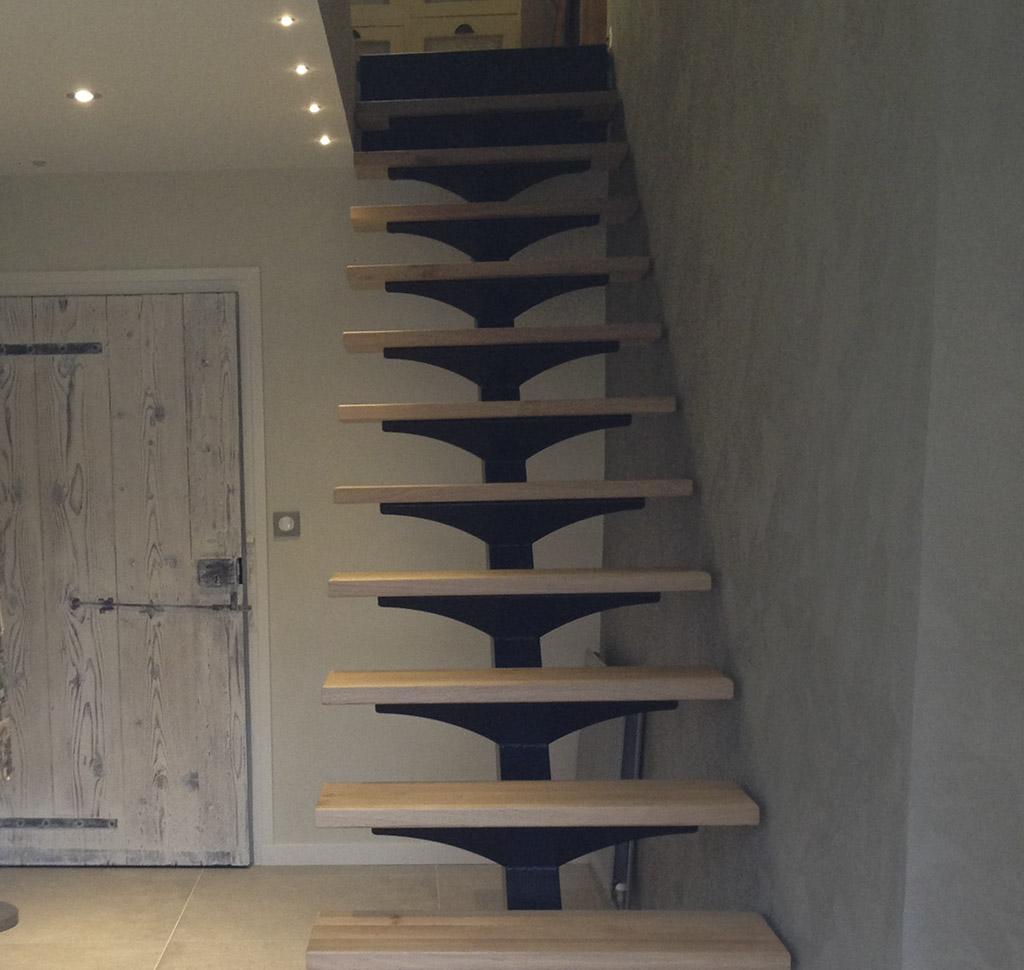 caladedesign.fr/wp-content/uploads/2015/11/escalier-design-métal-bois-finition-peinture