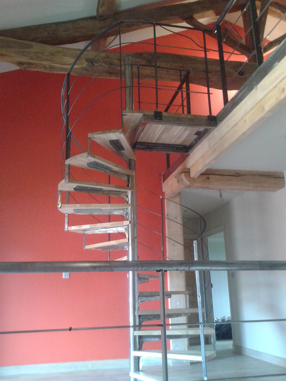 Escalier m tallique lyon escalier m tal villefranche calade design - Escalier helicoidal bois metal ...