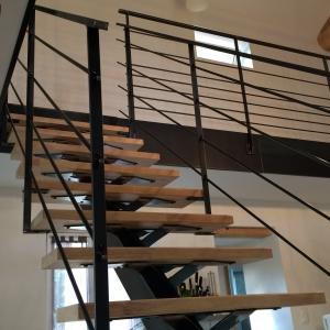 escalier métal avec limon central