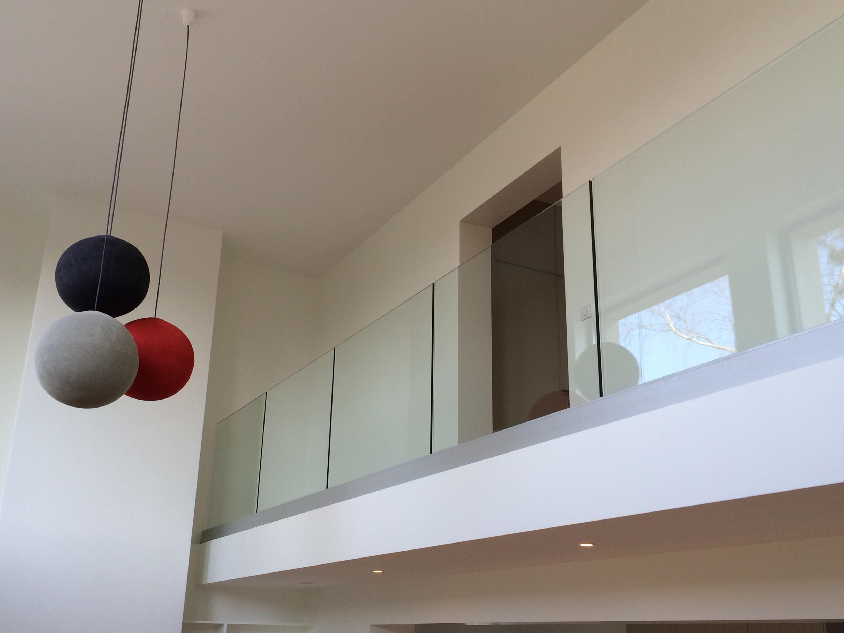 garde corps en verre calade design. Black Bedroom Furniture Sets. Home Design Ideas