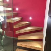 escalier design effet marches flottantes avec limon mural