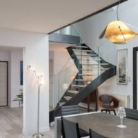 Photographe: Sabine SERRAD / escalier design à quart tournant métal et bois par calade design