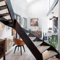 gros plan escalier haut de gamme à quart tournant acier et bois à lyon par calade design