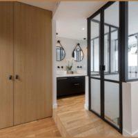 calade design ensemble de portes pivots en chêne verre et acier