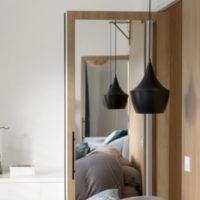 calade design porte chêne et acier avec miroir
