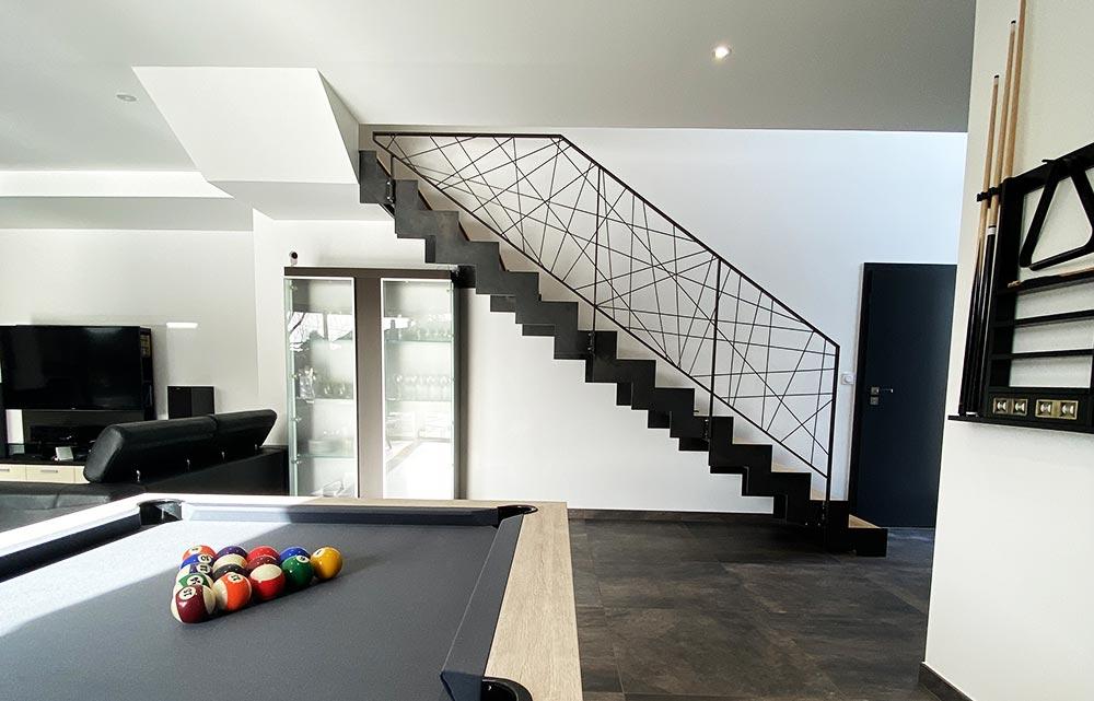 escalier-droit-lmarche-en-bois-garde-corps-métallique
