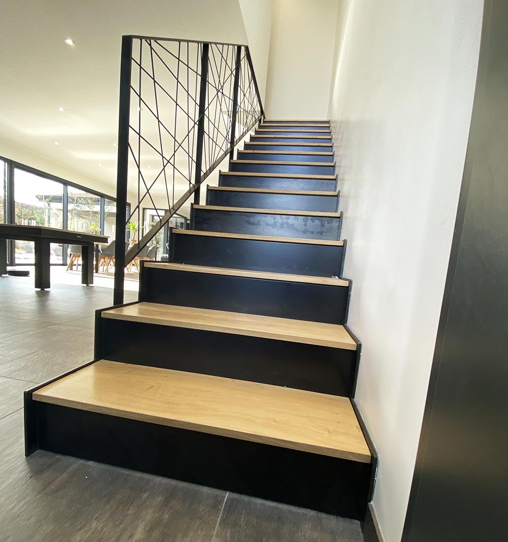 vue-de-face-escalier-de-coté