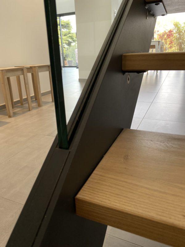 finition escalier droit métallique bois