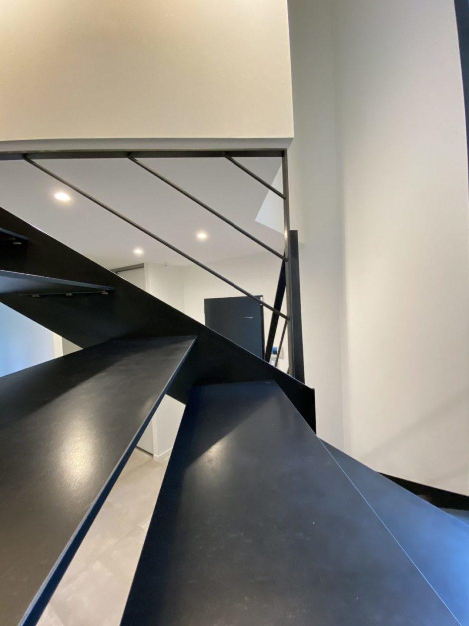 finition escalier métallique marches