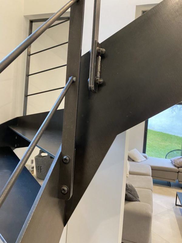 finition escalier métallique