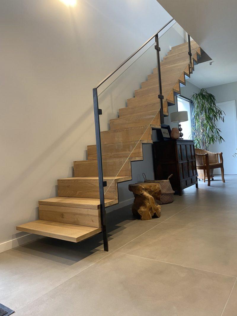 escalier flottant tôle pliée