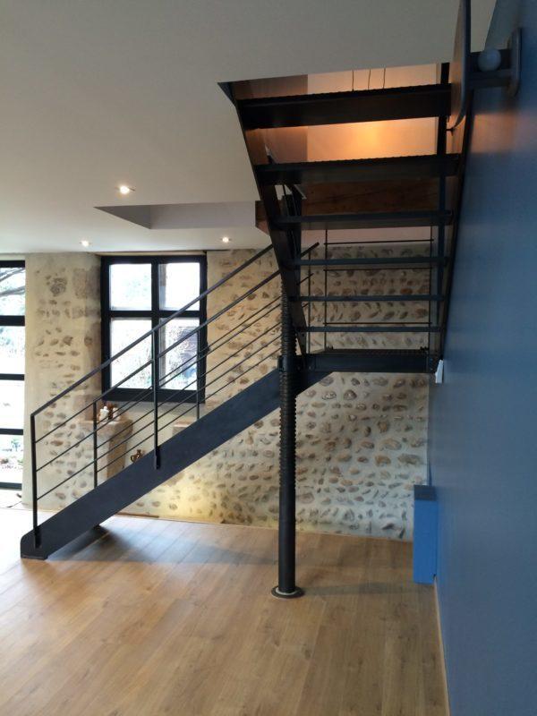 escalier metal sur mesure quart tournant
