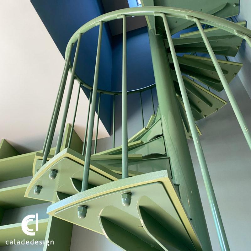 finition escalier hélicoïdale vert sur mesure