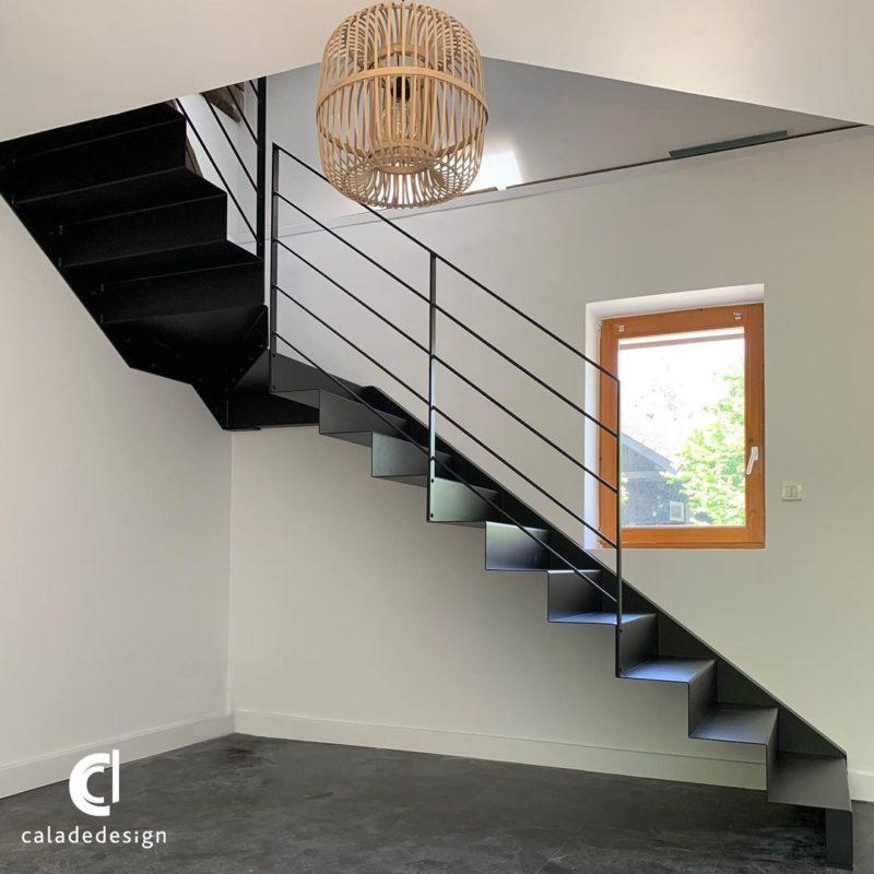 escalier tole plié suspendu